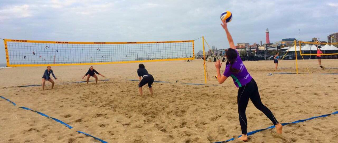 zomertrainingen beachvolleybalschool den haag